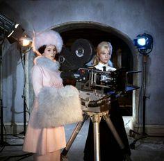 "Actors Geraldine Chaplin and Julie Christie on the set of the 1965 David Lean film ""Doctor Zhivago"" Julie Christie, Old Movies, Great Movies, Dr Jivago, Classic Hollywood, Old Hollywood, Hollywood Stars, Geraldine Chaplin, Divas"