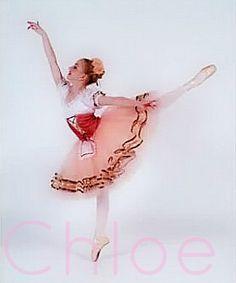Chloe Lukasiak en pointe. I love her on Dance Moms! So beautiful