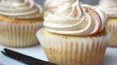 These vanilla bean latte cupcakes are made with real vanilla beans, filled with espresso cream and topped with a fluffy vanilla espresso frosting. Vanilla Bean Cupcakes, Yummy Cupcakes, Köstliche Desserts, Delicious Desserts, Yummy Food, Cupcake Recipes, Cupcake Cakes, Dessert Recipes, Brown Food Coloring