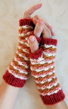 Easy pattern for gorgeous knit gloves!