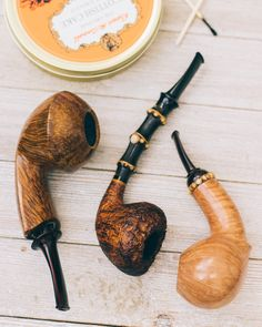 Three pipes from Italian Gabriele Dal Fiume plus fresh pipes from Sam Adebayo and Ray Kusuru. http://smokingpip.es/2uCyf8Z