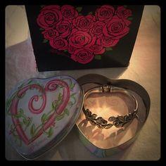 ❤️ Brighton Hinged Silver Bracelet ❤️ Floral Look - Silver Brighton Hinged Bangle Bracelet & Comes with Brighton Tin Brighton Jewelry Bracelets