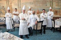 Osmanlı İmparatorluğu'ndan günümüze kalan zengin kültürel miraslardan biri de yemek kültürü. Dünyanın hayranlığını kazanan bu lezzet imparatorluğunun en önemli mirasçılarından biri de İstanbul Çırağan Kempinski Hotel'deki Tuğra Restaurant.