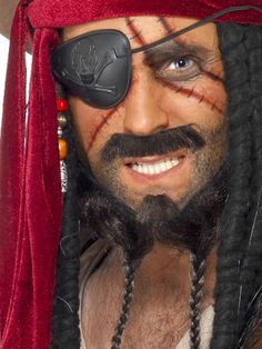 46 Impressive Pirate Makeup Ideas For Halloween Party To Try Asap - Applying pirate style makeup for pirate girls costume can complete the outfit to perfection. By using a makeup technique of smoky eyes and bronze eye . Cute Halloween Makeup, Pirate Halloween, Halloween Games For Kids, Halloween Make Up, 3 People Costumes, Scary Costumes, Halloween Costumes, Disney Costumes, Teen Boy Costumes