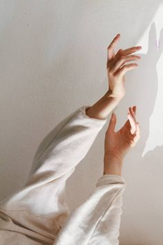 Person Wearing White Long-sleeved Top · Free Stock Photo Hand Reference, Drawing Reference, Photo Main, Art Beauté, Aurora Design, Hand Shadows, Hand Pose, Hand Photography, Negative Space Photography