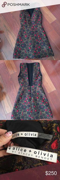 NWT Alice and Olivia Dress Never worn, original price $495 Alice + Olivia Dresses