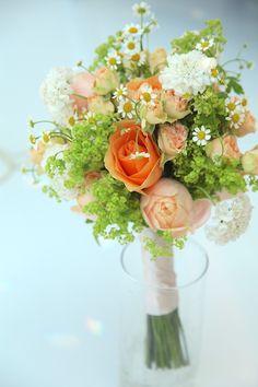 アプリコットファンデーション/マトリカリア/スカビオサ/花どうらく/ブーケ/http://www.hanadouraku.com/bouquet/wedding/