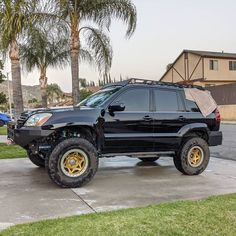 "Lexus off road capabilities turned up the maximum on the insane SEMA project ""BAJA GX"". Toyota Land Cruiser Prado, Toyota Fj Cruiser, Toyota Trucks, Lifted Ford Trucks, Lexus Gx470, Bone Stock, Audi Tt, Ford Gt, Classic Trucks"