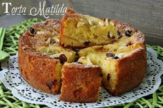 Torta Matilda una squisita torta con l' uvetta i pinoli e lo yogurt e tantissime mele succose Ricetta Torta Matilda dolce alle mele