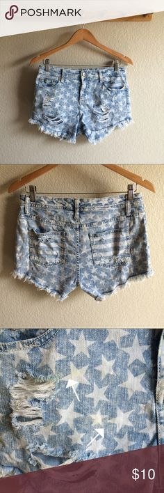 """🇺🇸4th of July🇺🇸 High Rise Cutoffs Condition➝moderate wear, some faint yellow stains as shown in the last pic Material➝99% cotton, 1% spandex Inseam➝2.5"""" Waist flat➝15"""" Mossimo Supply Co Shorts Jean Shorts"""