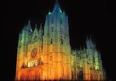 """Catedral de León, la Pulchra Leonina, la más """"francesa"""" de las grandes catedrales góticas españolas. #spain"""