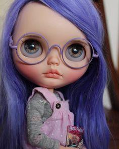 She is a little Harry Potter fan!  #oliviadolls #artdoll #neoblythe #customblythe #blythes #Instablythe #blythestagram #takarablythe