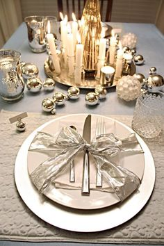 #Christmas decor #2013holidaygiftsflorida - I like that tie for each plate