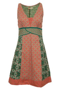 This caught my eye. I don't think I like the green pattern but this dress is really interesting. Not something I usually like