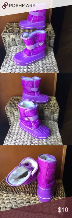 Like New Children's Place Purple snow boots size 9 Children's Place Purple winter snow boots size 9, clean inside and out just like a new! Children's Place Shoes Boots