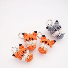 Crochet fox and wolf keychain doll by isoDreams 손뜨개 코바눌 여우와 늑대 열쇠고리 인형 by 이소의꿈타래