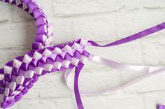 Pull Ribbon Through Final Loops - Diy Crafts Ribbon Lei, Ribbon Braids, Ribbon Garland, Diy Braids, Ribbon Hair Bows, Diy Ribbon, Ribbon Work, Ribbon Flower, Floral Garland