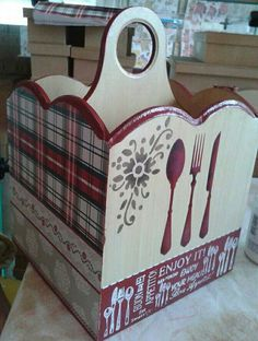 Wood Projects, Craft Projects, Projects To Try, Pallet Boxes, Cutlery Holder, Altered Boxes, Ideas Para, Arts And Crafts, Rustic Burlap Crafts