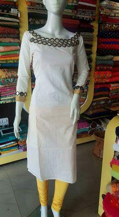 Chudithar Neck Designs, Kurtha Designs, Kurti Neck Designs, Blouse Designs, Kurta Style, Middle Eastern Fashion, Churidar Designs, Kurti Patterns, Sams