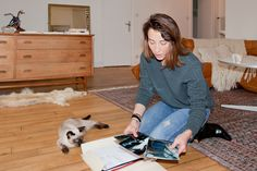 Creative agent and stylist Julie Rouby lives among natural light and the sound of the soft purring of her cat Raoul in Paris' le Marais district. Or…