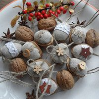 Vánoce / Svátky | Fler.cz Christmas Decorations To Make, Diy Christmas Gifts, Christmas Art, Christmas Projects, Christmas 2019, Tree Decorations, Xmas, Christmas Ornaments, Walnut Shell Crafts