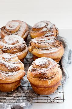 A soft, tender enriched brioche dough is wrapped around a sticky, nutty, warmly spiced filling in these Cinnamon, Date and Walnut Brioche Scrolls. Baking Recipes, Dessert Recipes, Bread Recipes, Oatmeal Recipes, Healthy Recipes, Chocolate Brioche, Muffins, Christmas Breakfast, Sunday Breakfast