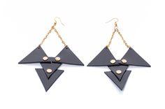 Triangle fülbevaló Triangle, Drop Earrings, Accessories, Jewelry, Jewellery Making, Jewerly, Jewelery, Drop Earring, Jewels