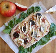 Pizza rustique au camembert, pommes et boudin noir