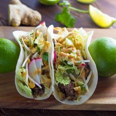 Asian Tacos with Ginger Beef and Peanut Sauce! These Asian tacos are filled with ginger ground beef and crunchy cabbage slaw and drizzled with creamy peanut sauce. Ready in 30 minutes! Ginger Beef, Spiced Beef, Ginger Sauce, Soy Sauce, Asian Tacos, Beef Recipes, Cooking Recipes, Healthy Comfort Food, Peanut Sauce
