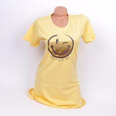 Дамска памучна нощница в жълт цвят и красива апликация отпред. Нощницата е много свежа с дължина до коляното; Прекрасен модел с който ще се чувствате чудесно и ще спите спокойно през цялата нощ