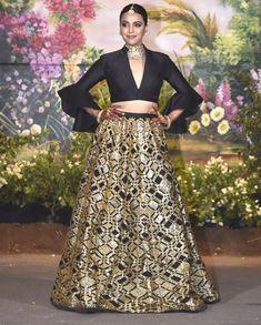 Swara Bhasker looked radiant in her black Abu Jani- Sandeep Khosla creation, which featured golden embroidery in it      #Sonamkishaadi #everydayphenomal #weddinginspiration #bride #groom #tuxedo #lehenga #weddingfashion #sherwani #Dress