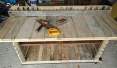 Workbench for my craft room made from recycled pallets !