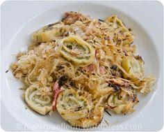 Maultaschen Sauerkraut-Pfanne - Einfach und schnell gemacht, eine Pfanne mit Speck, Zwiebel, Sauerkraut und (Fertig-)Pfannen-Maultaschen Mehr