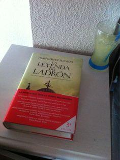 @IsabelPR72 La Leyenda y un vaso de Fanta limón, muchas gracias Isabel!! :D