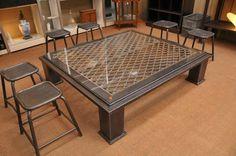Table basse rivetée de type industriel ancienne cuve recyclée