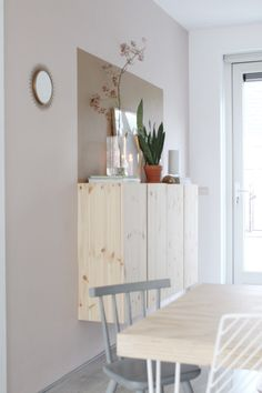 Spiced Honey in de woonkamer • Built In Furniture, Living Room Furniture, Ivar Regal, Ikea Hack Storage, Ikea Built In, Interior Styling, Interior Design, Muebles Living, Natural Interior