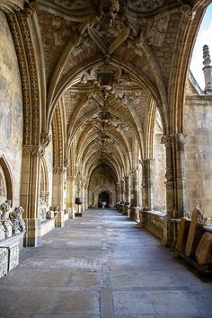 Beautiful Places...Santa María de León Cathedral, also called The House of Light or the Pulchra Leonina, situated in the city of León in north-western Spain, photo by José Miguel Serna via Flickr.