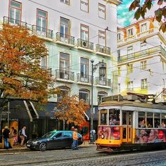 Autumn... /秋ですね... #portugal #lisboa #lisbon #super_lisboa #super_portugal #ok_portugal #lisboalive #lisbonne #travel #traveller #ig_travel #travelphoto #tram #streets #passionpassport #huffpostgram #places_wow #nikontop #team_jp_ #ポルトガル #wonderful_places #lisboacool #visitportugal #写真好きな人と繋がりたい #colourful #topeuropephoto #amar_lisboa #beautifuldestinations #igworldclub