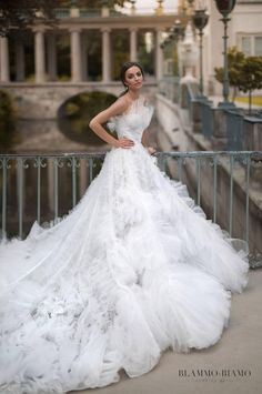 Lace Wedding Dress Wedding Gowns 2019 Black White And Gold Wedding Party Marriage Reception Dress Wedding Dress – yyshoop Wedding Dresses For Girls, Bridal Dresses, Wedding Gowns, Girls Dresses, Tulle Wedding, Gold Wedding, Luxury Wedding, Pronovias Wedding Dress, Wedding Shot