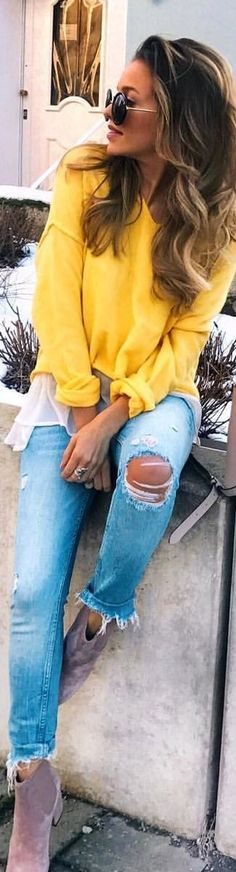 #spring #outfits  woman wearing yellow long-sleeved shirt and distressed denim jeans sitting. Pic by @luanasilva