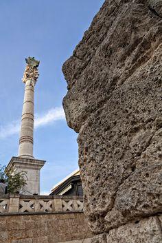 La monumentale statua di Sant'Oronzo a Lecce vista da una prospettiva differente.  www.nelsalento.com  #Puglia