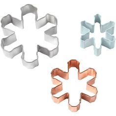 Wilton Snowflake Cookie Cutters includes 3 sizes of snowflakes, so you can get creative with your holiday treats for school, the office, or the big celebration. Snowflake Cookie Cutter, Metal Cookie Cutters, Snowflake Cookies, Cookie Cutter Set, Cookie Dough, Halloween Costume Shop, Halloween Party Decor, Halloween Costumes For Kids, Marzipan