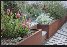 Corten steel retaining wall raised beds ideas for 2020 Lawn Edging, Garden Edging, Lawn And Garden, Modern Landscaping, Outdoor Landscaping, Raised Garden Beds, Raised Beds, Steel Retaining Wall, Retaining Walls