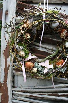 Frühlingskranz mit Flattermann von Frijda im Garten - Aus einer Idee wurde Leidenschaft auf DaWanda.com