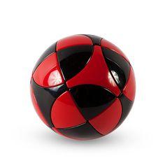 Marusenko Sphere er en kugle-formet cube med 32 bevægelige dele, der bevæger sig ligesom en Rubiks cube. Spheren findes i fem sværhedsgrader, hvoraf dette er den letteste.  149kr