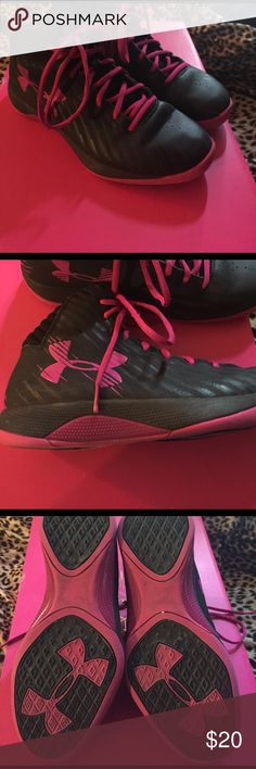 🏀Women's Under Armour Basketball Shoes🏀 EUC Basketball shoes. Very nice shoes for a good price!! Bundle with other items to save even more $$!💗 Under Armour Shoes Athletic Shoes