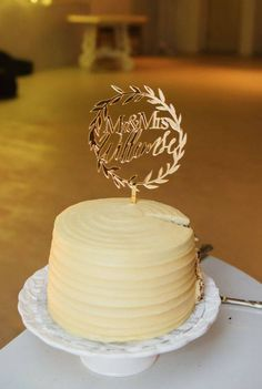 #bohemianwedding #wreathcaketopper #goldmirrorcaketopper #lasercutcaketopper #caketopper #papermoonza Cake Toppers, Desserts, Food, Tailgate Desserts, Deserts, Eten, Postres, Dessert, Meals