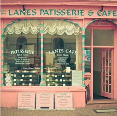 pink shop - If I owned a shop I would want it to look just like this!