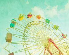 i don't love ferris wheels, but i do love these colors and this picture makes me feel warm.