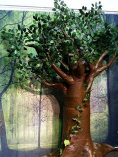 .: How To Make A Paper Mache Tree I found several tips on how to make paper mache trees, but this was the first one to provide pictures. I actually want to make some trees that are more fall like, or even barren ones for next Halloween, but at least this gives me some ideas to work with.